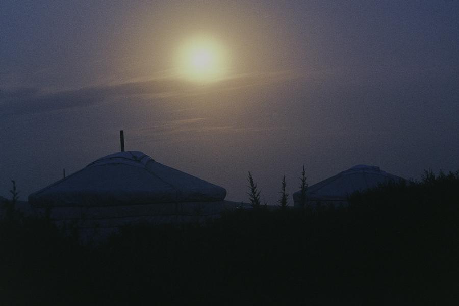 Nacht in einer mongolischen Ger-Ansammlung