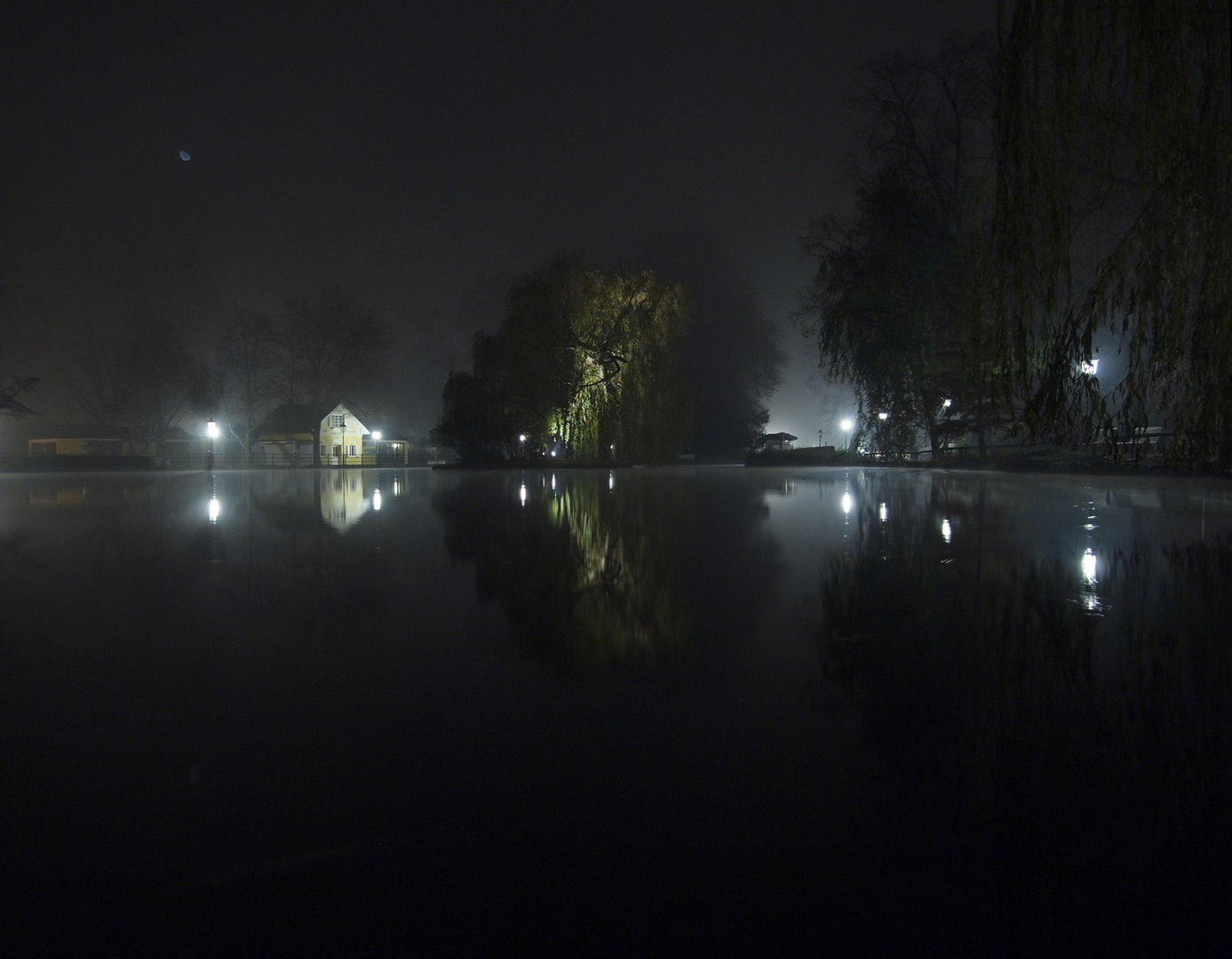 Nacht & Nebel, Lichter & Mond