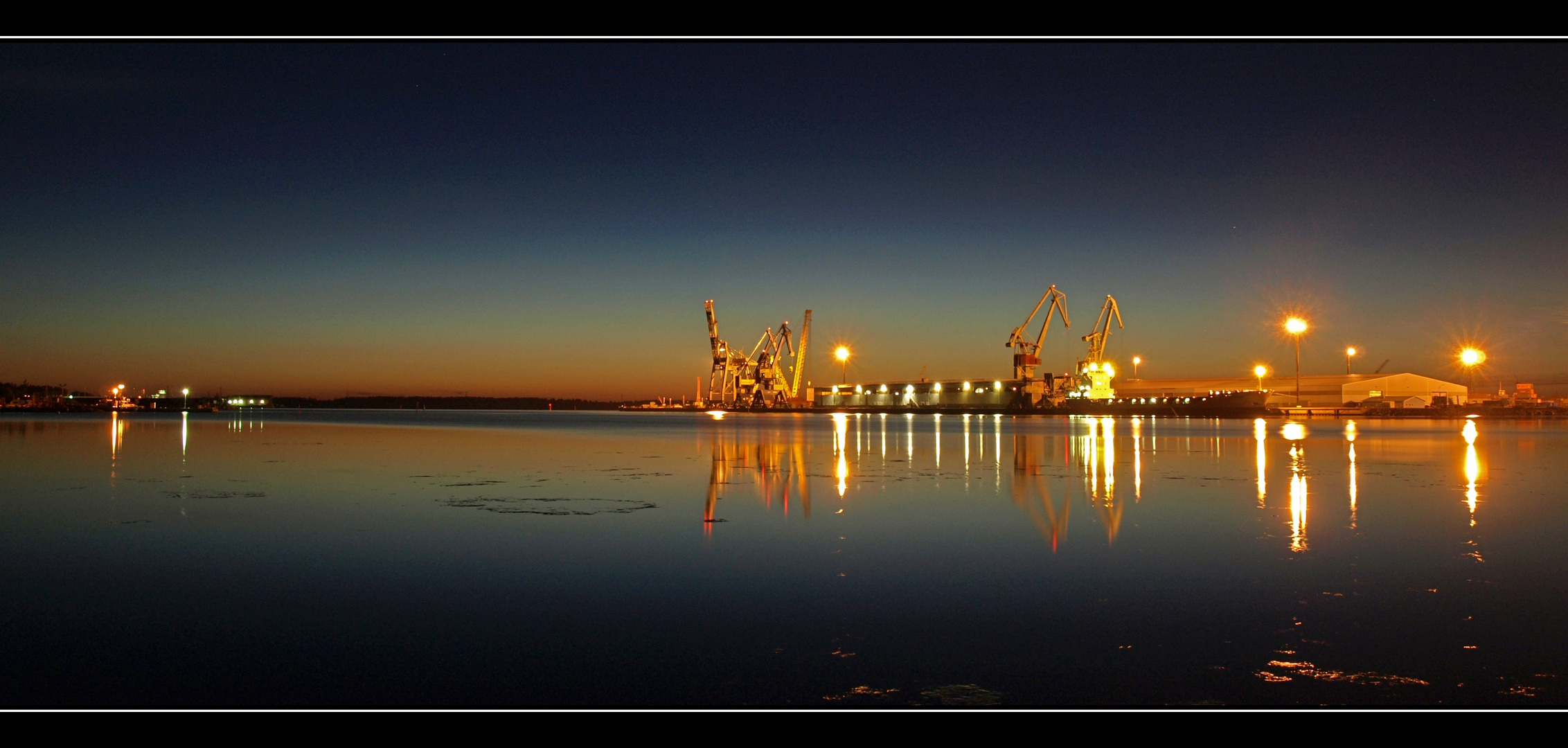 Nacht über dem Hafen...