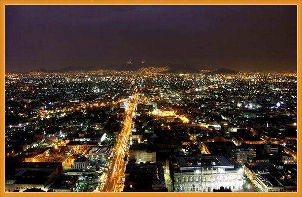 Nacht über Mexico City