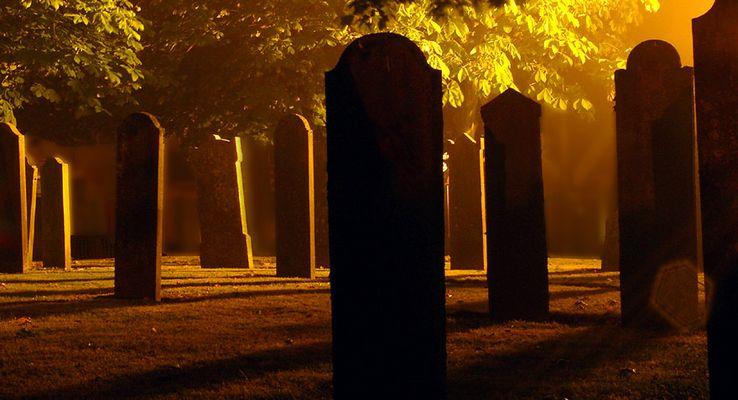Nacht-und-Nebel-Friedhofsausflug #2