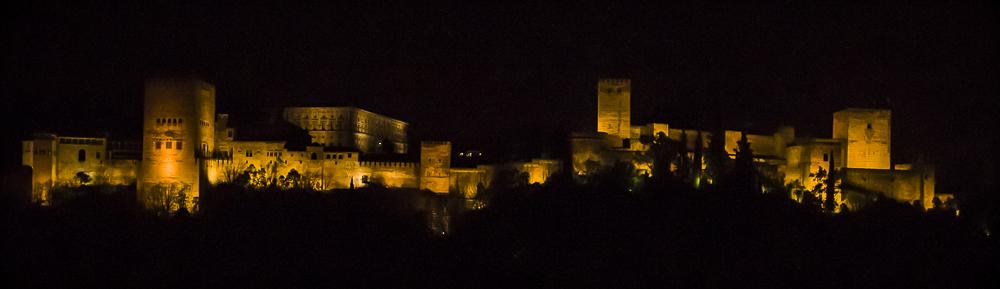 Nachtansicht der Alhambra in Granada