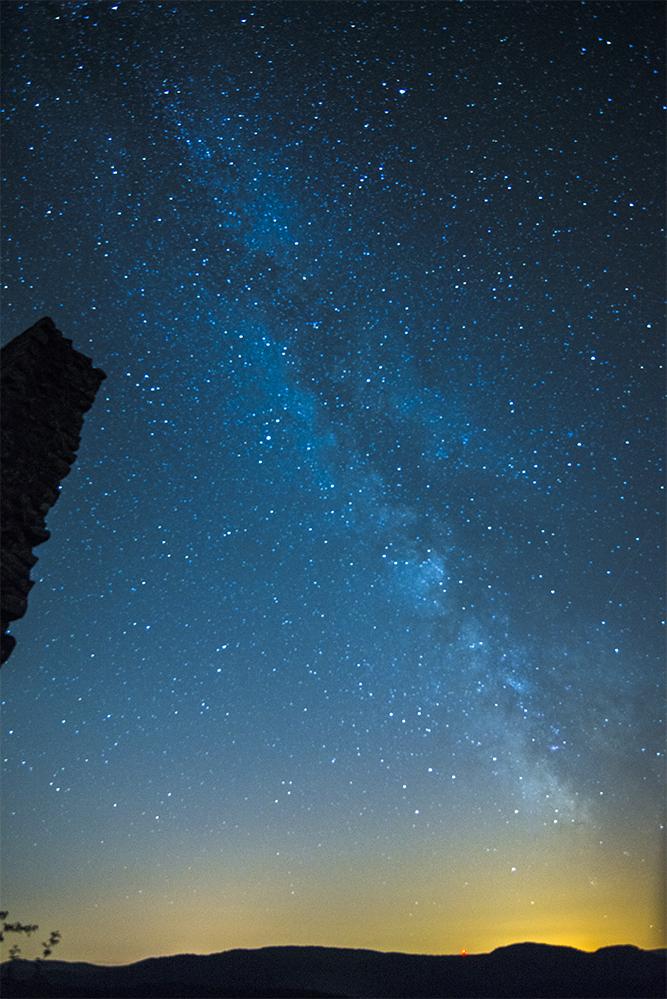 Nachtaufnahme auf der Burgruien Lindelbrunn