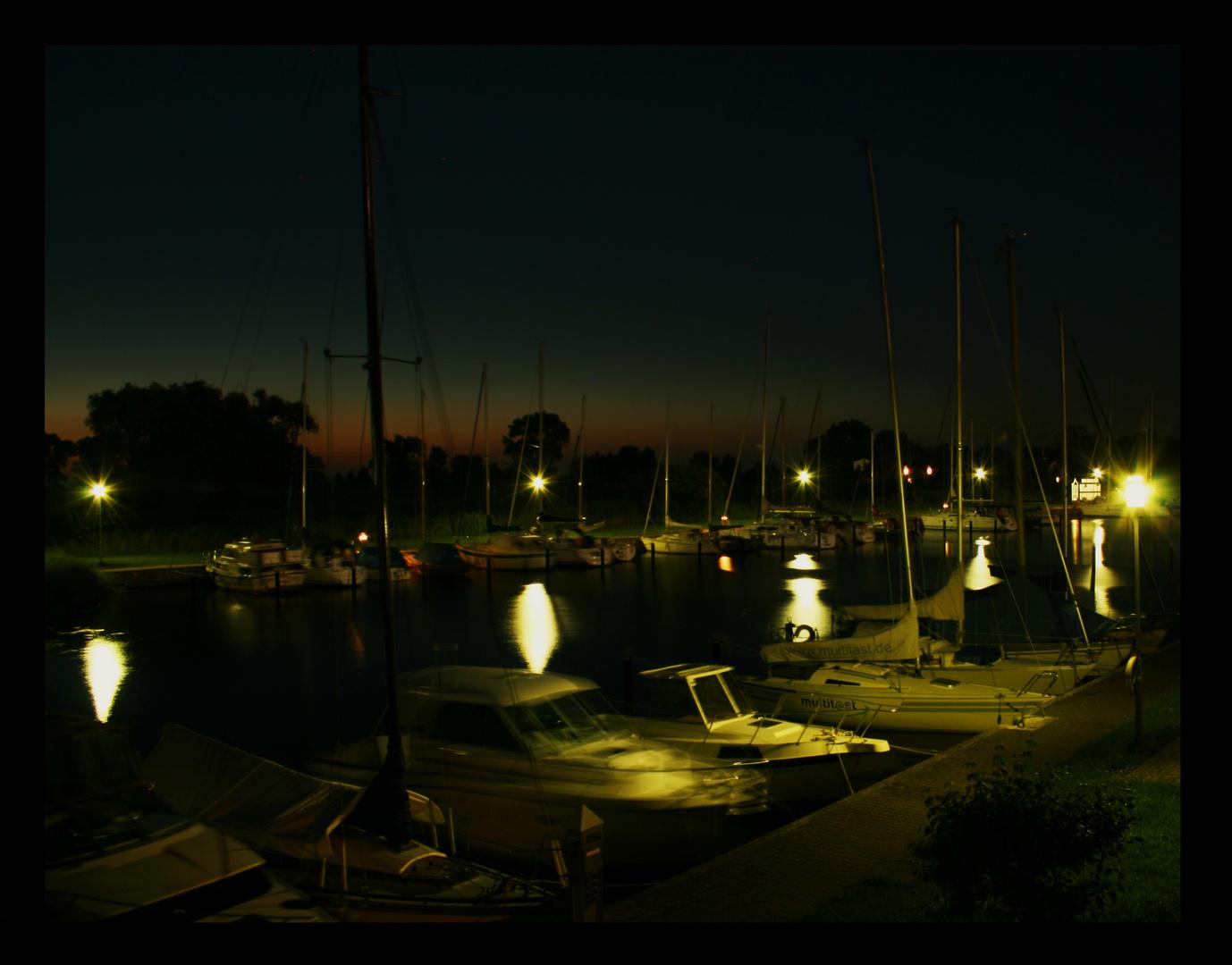 nachtaufnahme Bootshafen