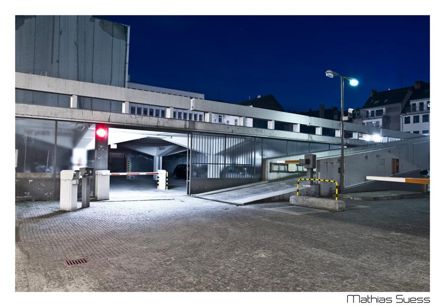 Nachtaufnahme: Parkhaus