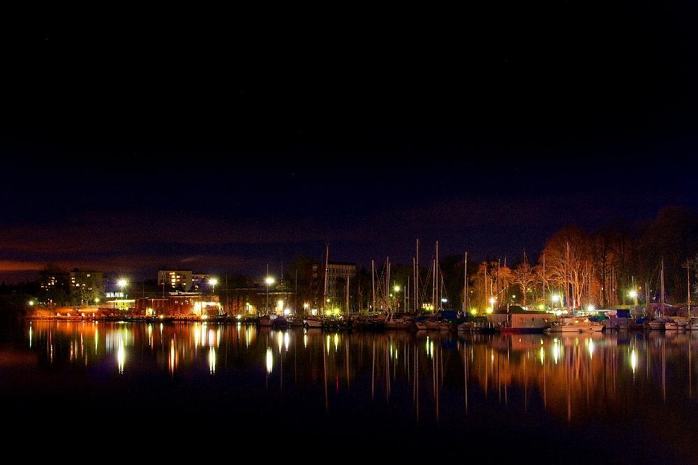 Nachtaufnahme: Rendsburg Obereiderhafen
