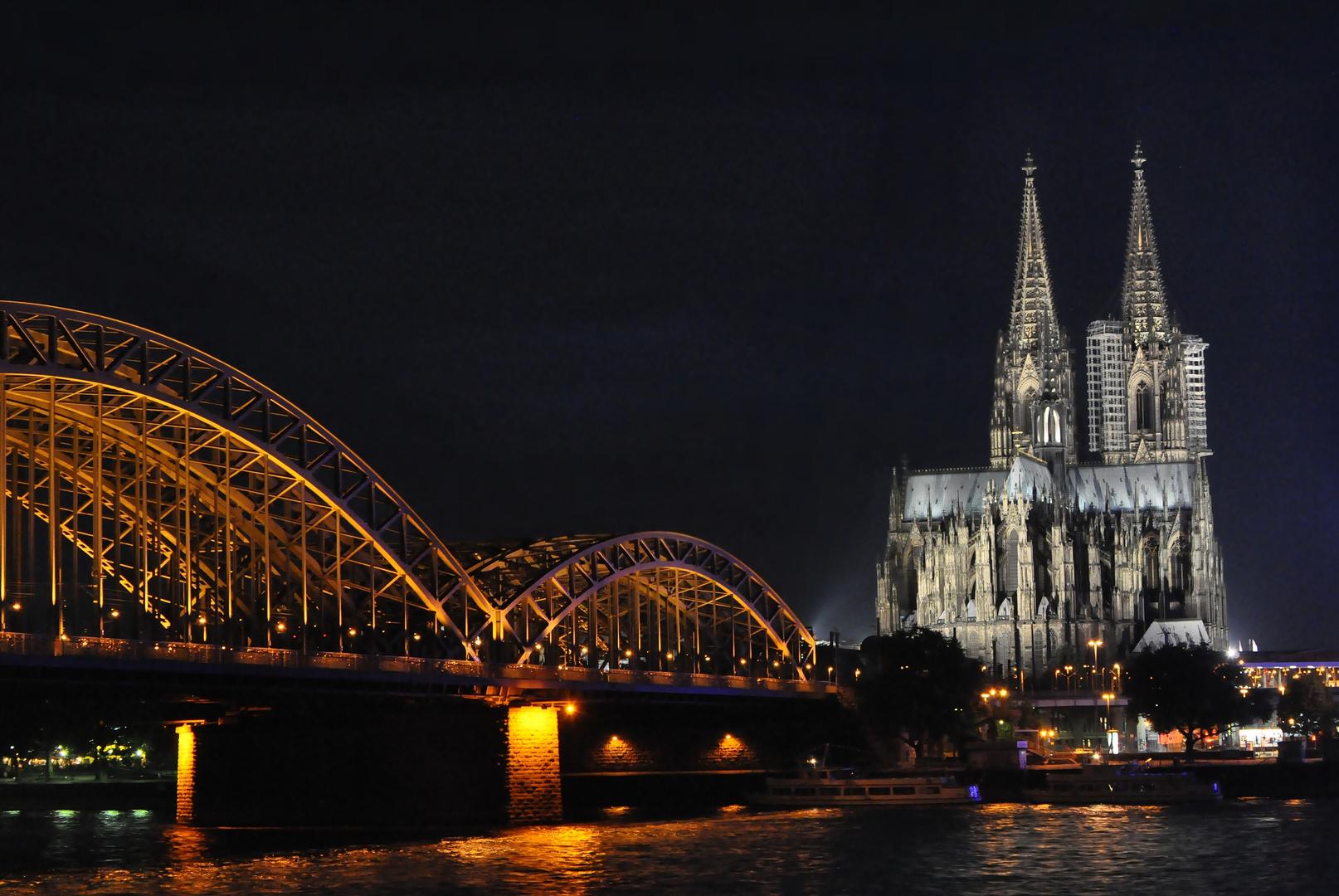 Nachtaufnahme vom Kölner Dom