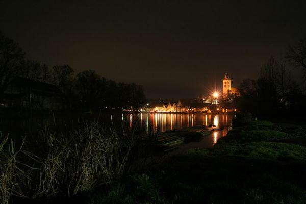 Nachtaufnahme vom Köngener Ruderclub in Richtung Köngen