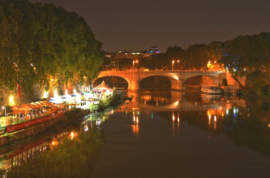 Nachtaufnahme von Ponte Sant Angelo Richtung Ponte Umberto - Roma