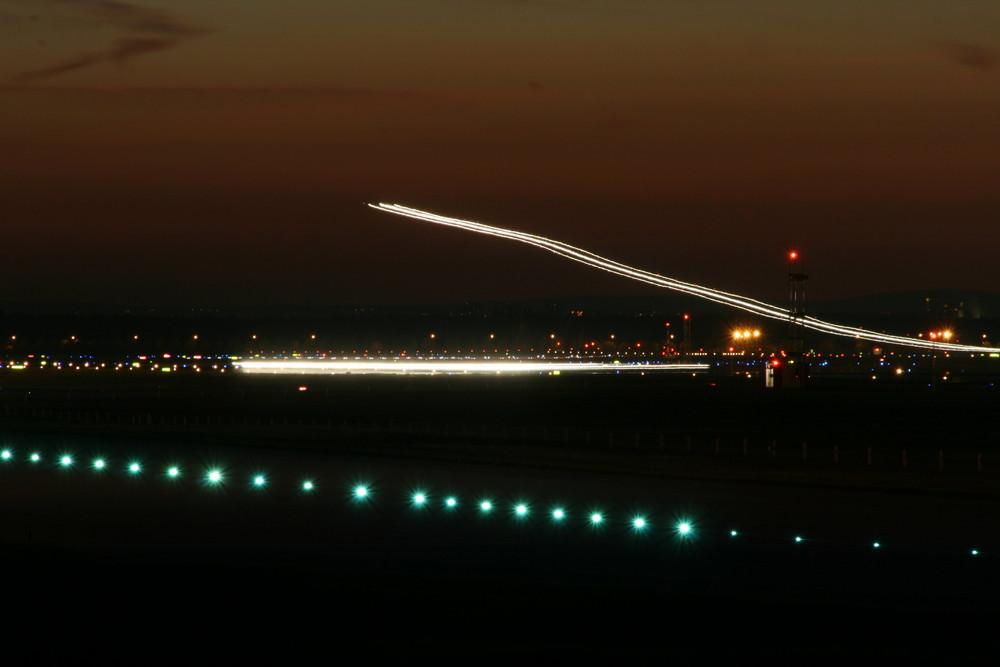 Nachtlandung am Flughafen Frankfurt