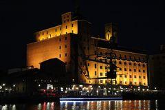 Nachtleben im Hafen