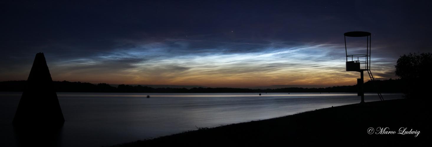 Nachtleuchtende Wolken am Einfelder See