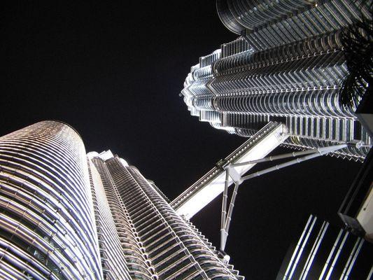 Nachtmomente am Fuße der Petronas