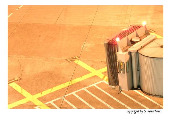 Nachts am Flughafen