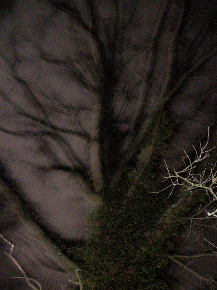Nachts am Friedhof