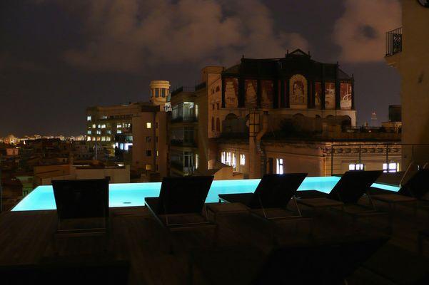 Nachts am Pool (Barcelona)