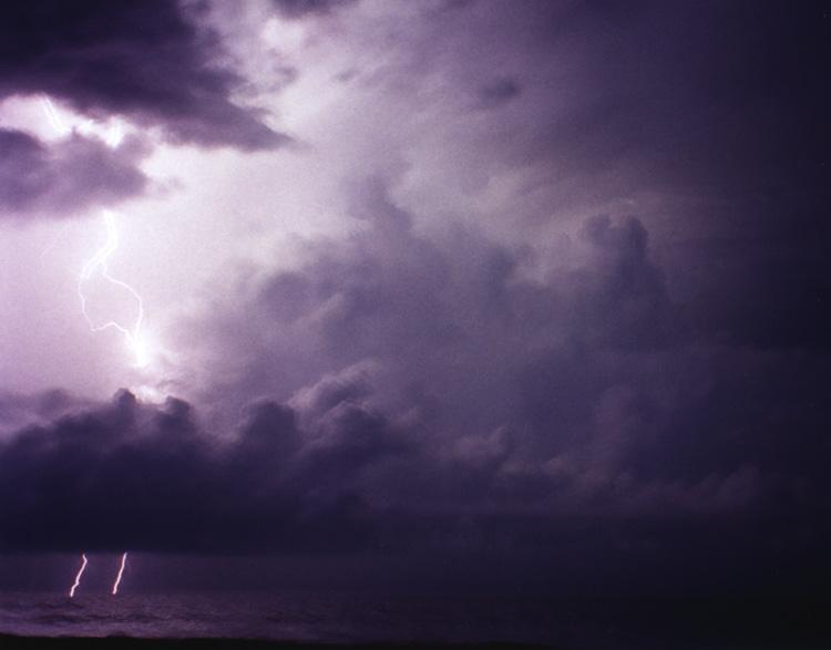 Nachts am Strand (wenn der Sturm kommt)