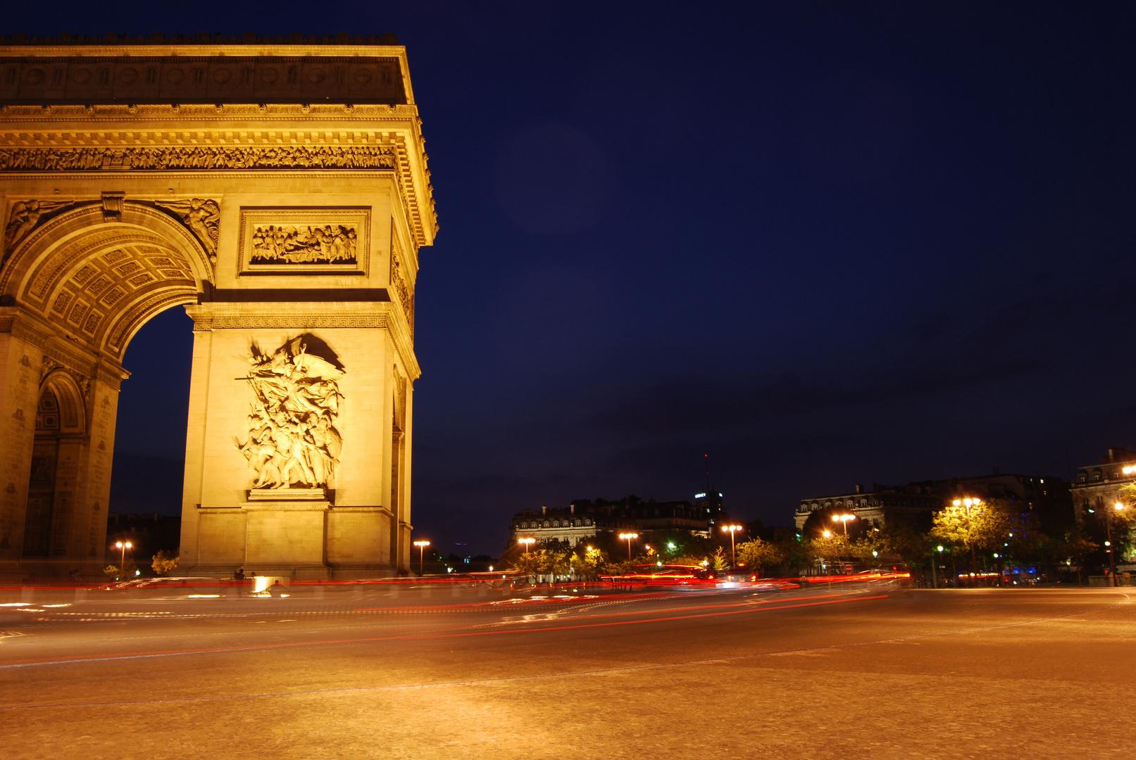 Nachts am Triumphbogen
