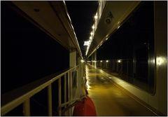 ... nachts an Deck ...