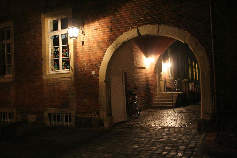 Nachts an der Bücherei, Burg Gemen
