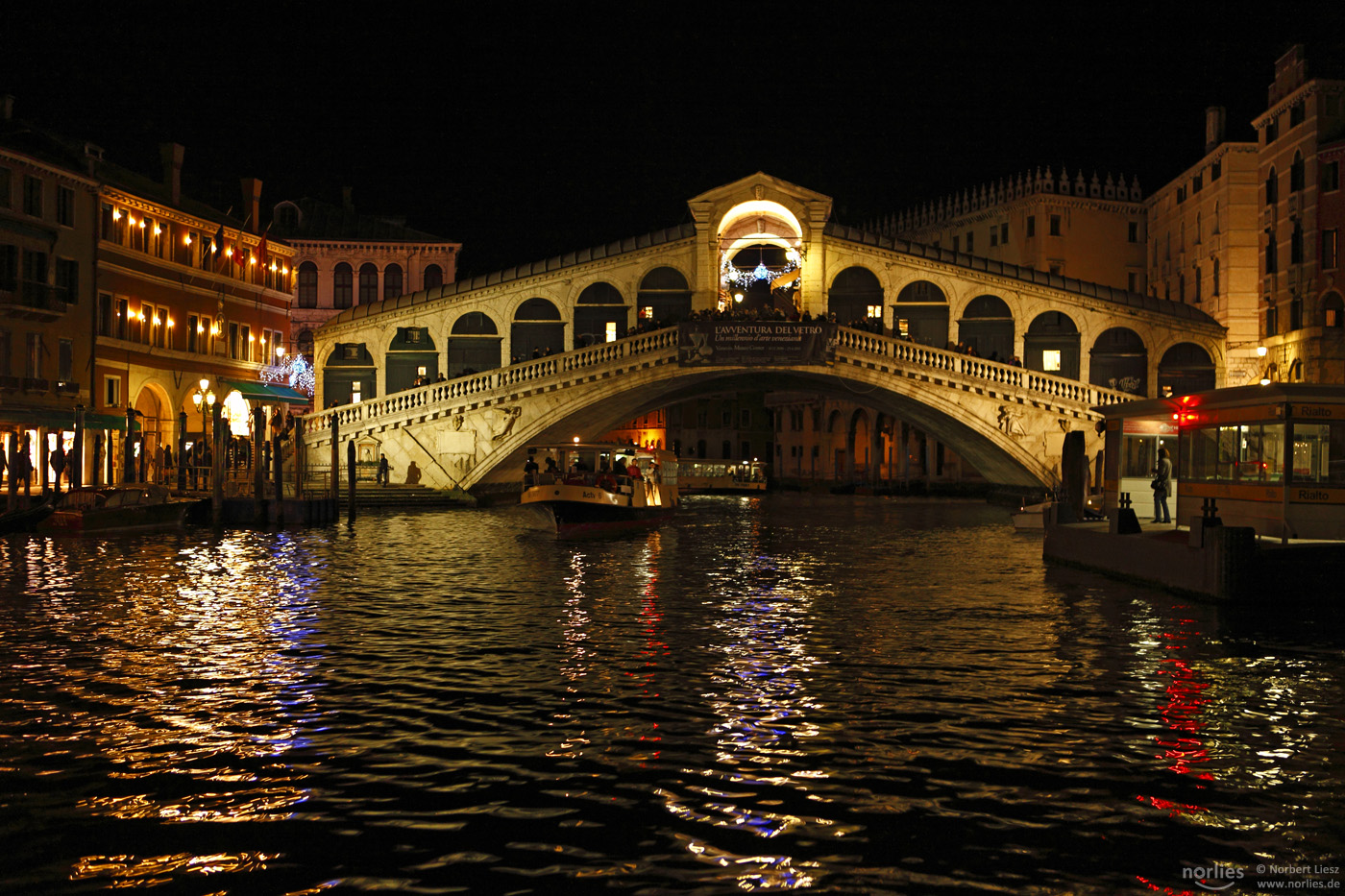 Nachts an der Rialto Brücke