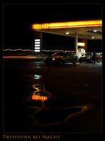 Nachts an der Tankstelle