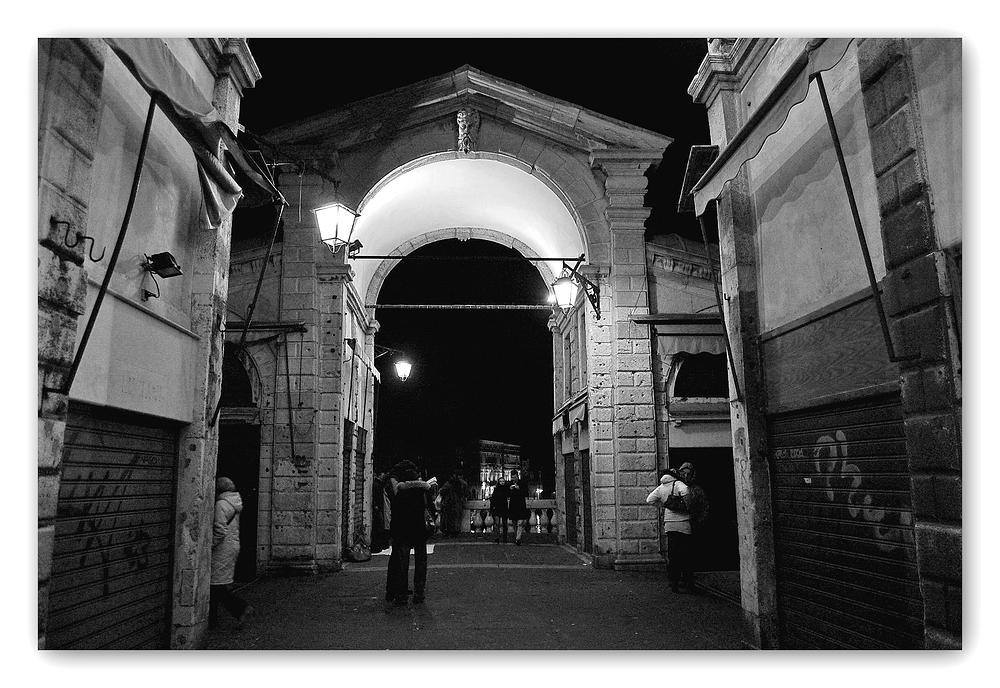 Nachts auf der Rialto-Brücke