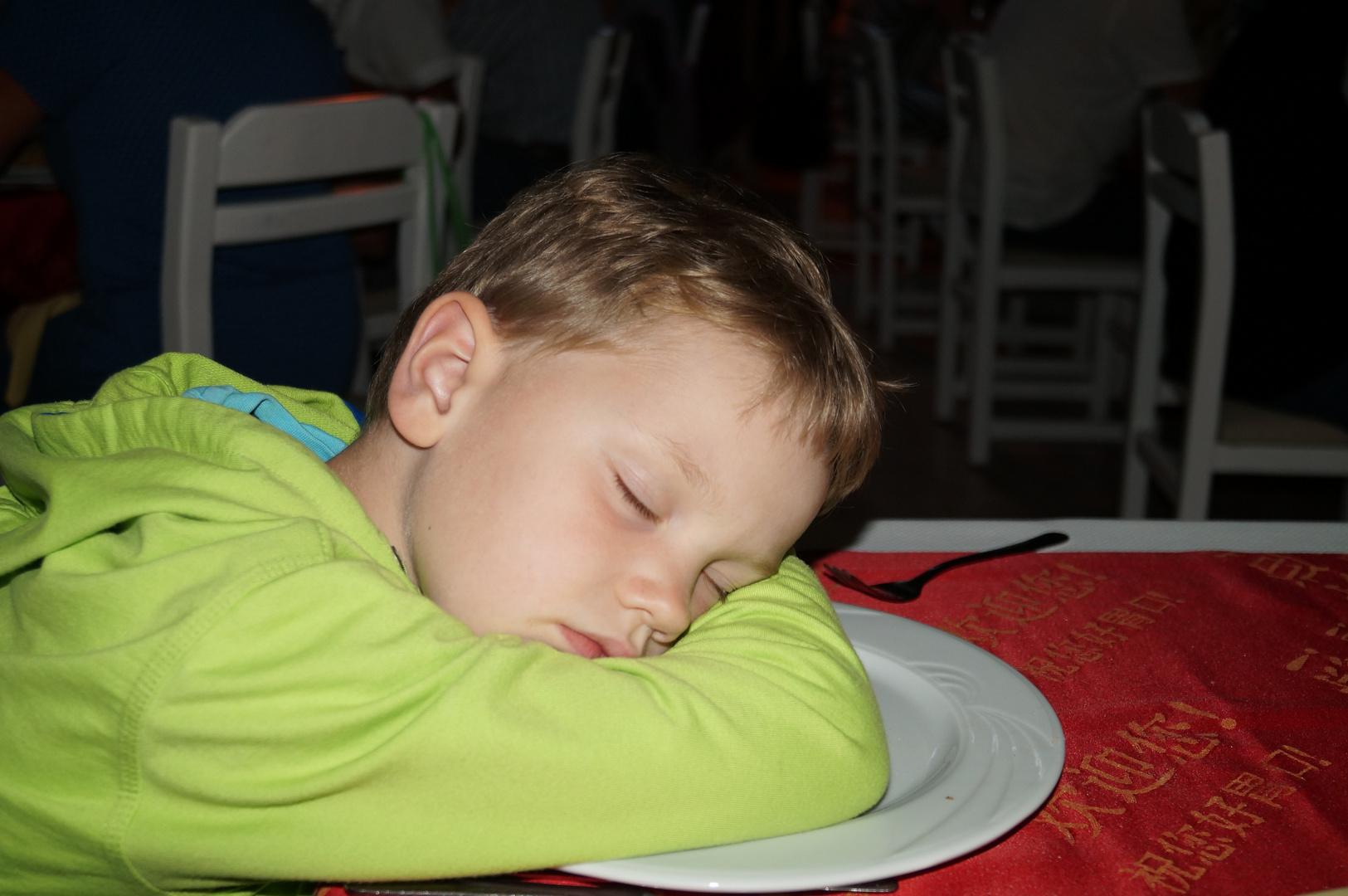 Nachts fliegen haut den stärksten Junior um / Side Urlaub Foto 3