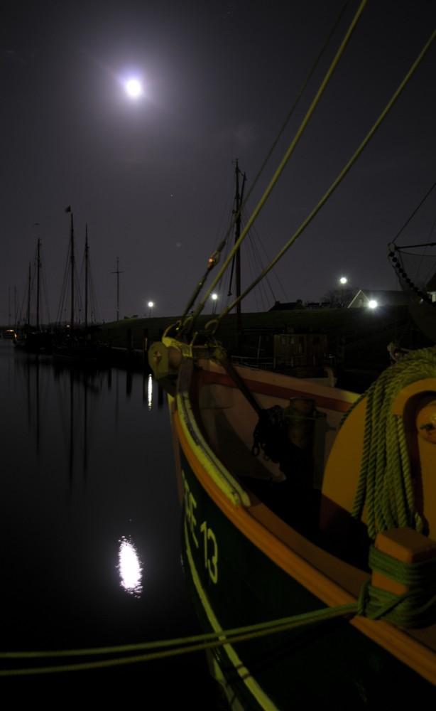 nachts im Hafen . . .