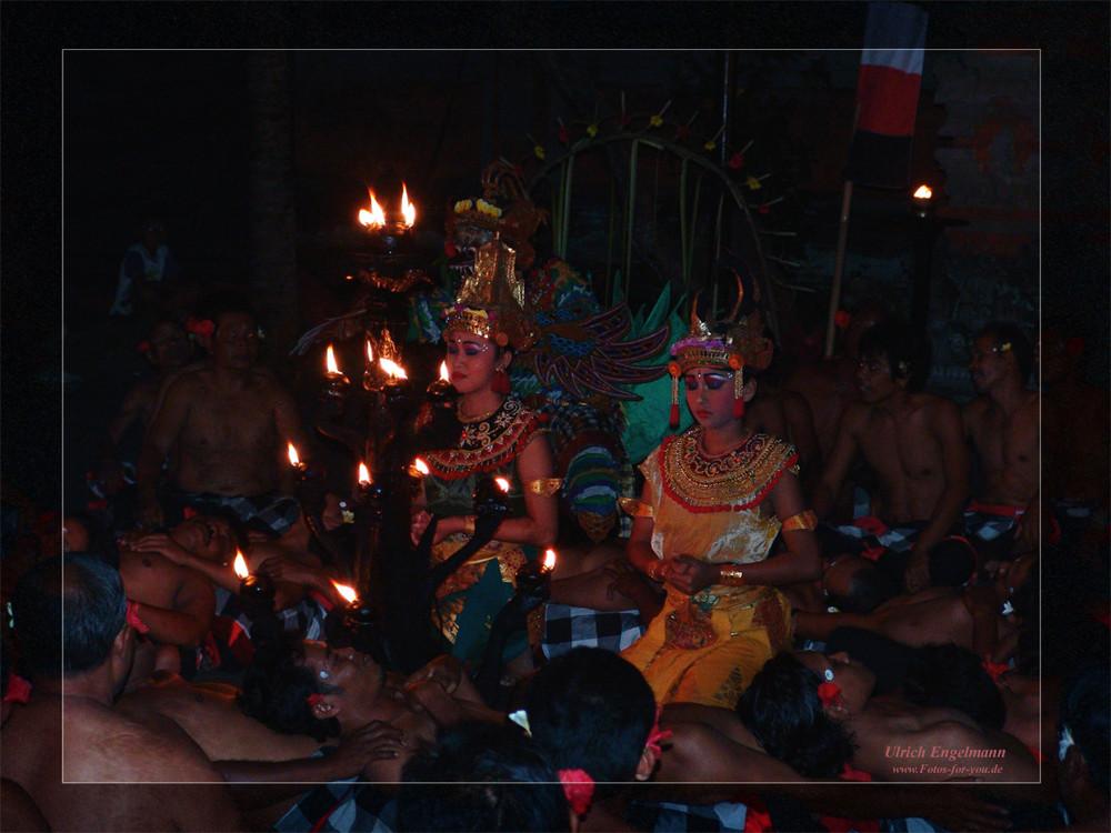 nachts im Tempel