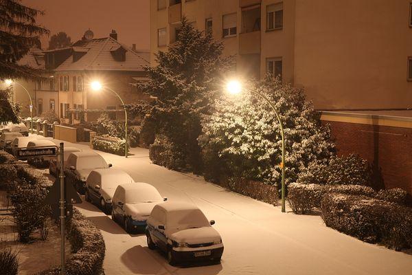 Nachts im verschneiten Frankfurt