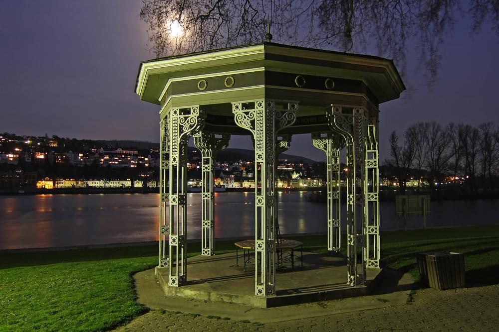 Nachts in den Koblenzer Rheinanlagen (2)