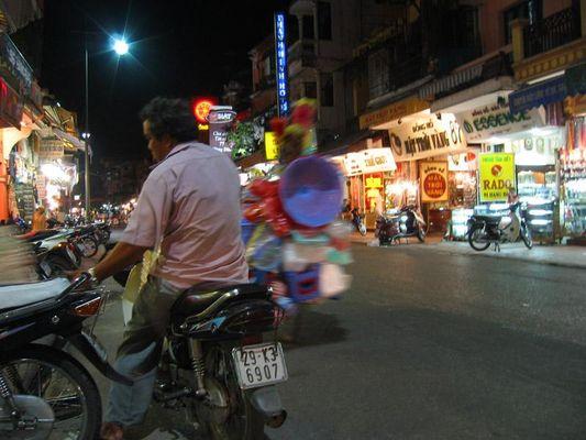 Nachts in der Altstadt von Hanoi - Hang Dao Gasse