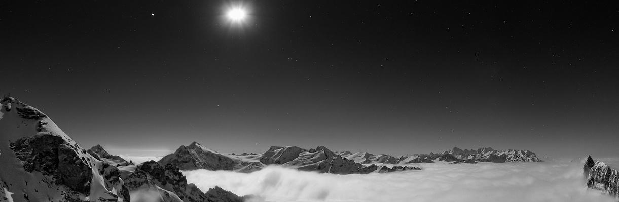 nachts über den Wolken