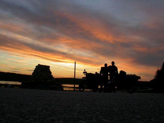 Nachts um punkt 0 Uhr am Polarkreis in Schweden