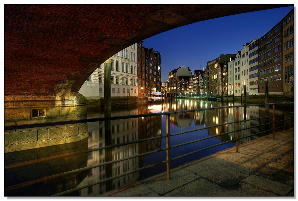 Nachts unter Brücken