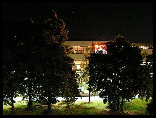 Nachtschicht in der Zigarettenfabrik