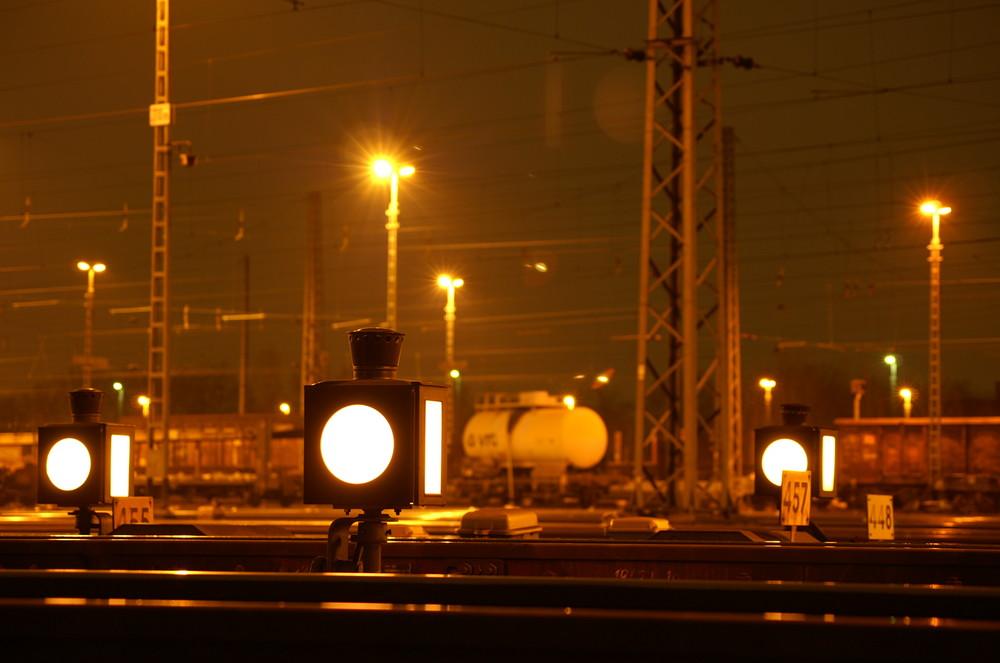 Nachtspiel im Güterbahnhof