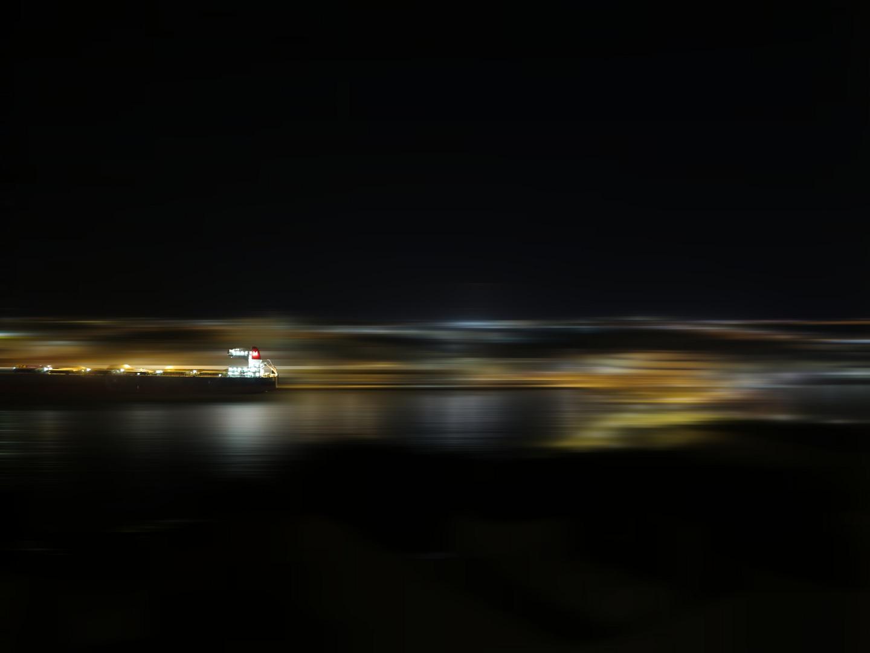 Nächtliche Hafenausfahrt