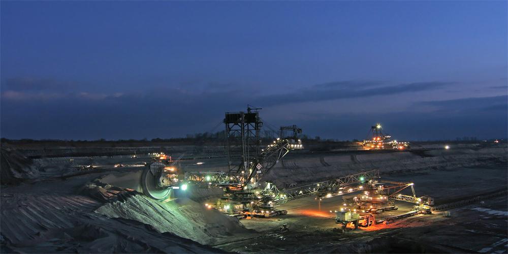 Nächtliche Tagebaulandschaft