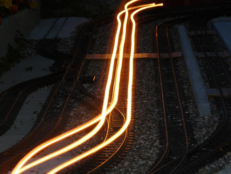 Nächtliche Zugsdurchfahrt