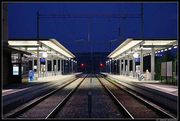 Nächtlicher Bahnhof