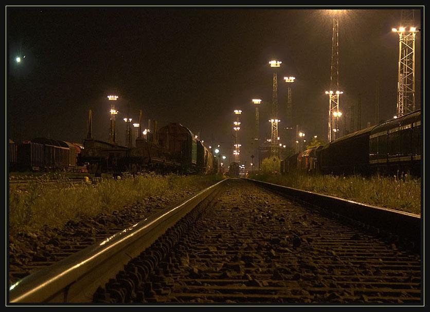 nächtlicher Güterbahnhof