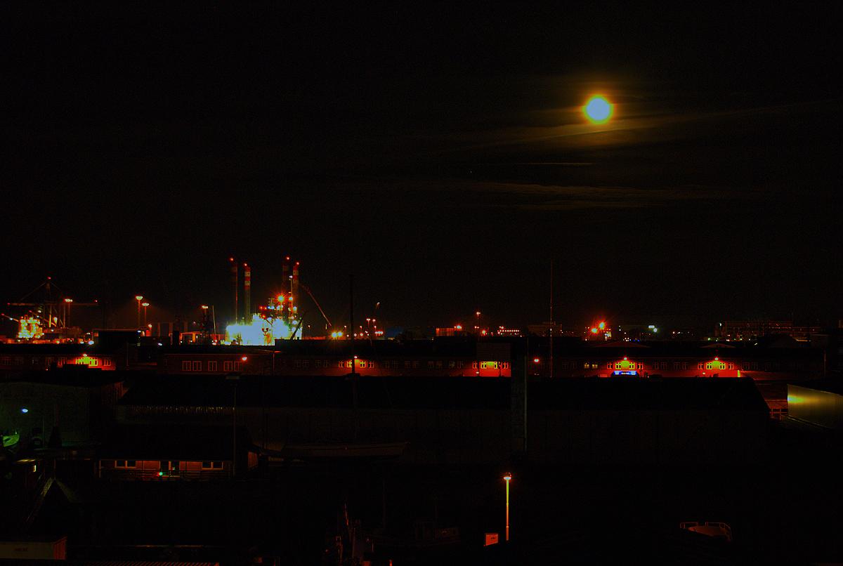 Nächtlicher Hafenblick