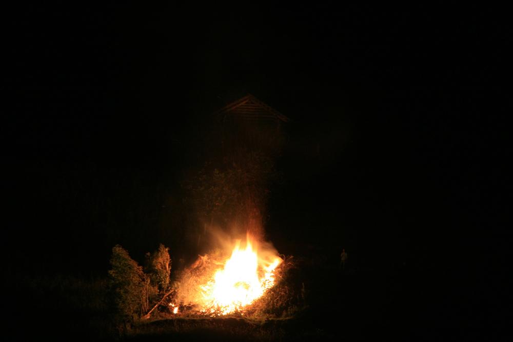 Nächtliches Feuer