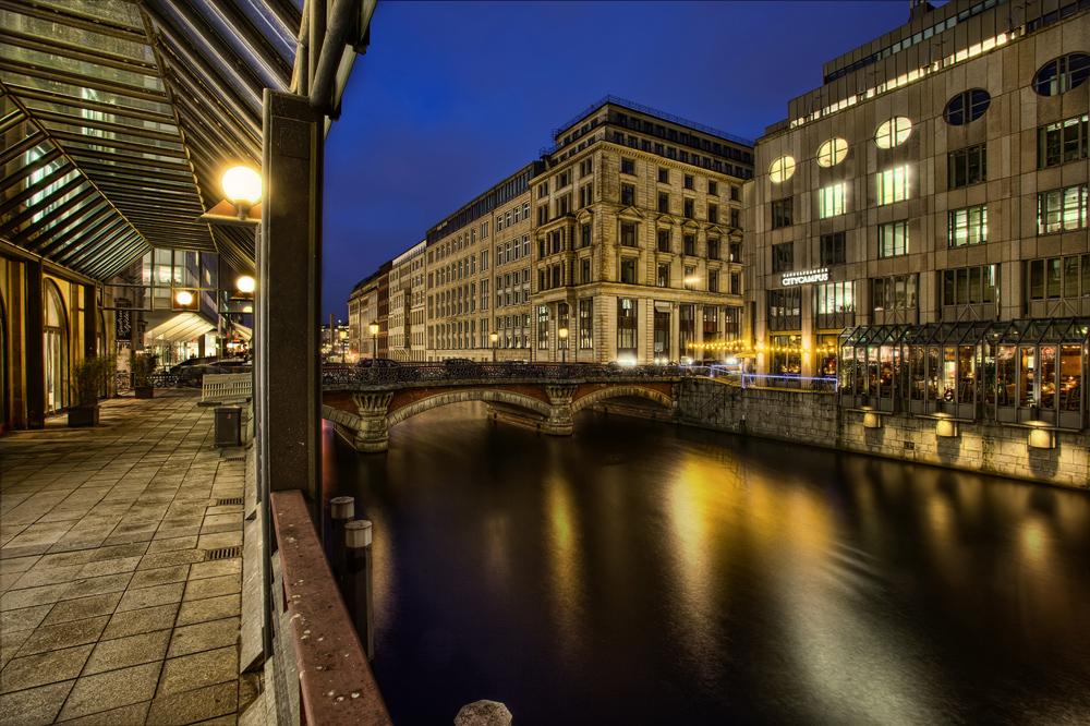 Nächtliches Hamburg