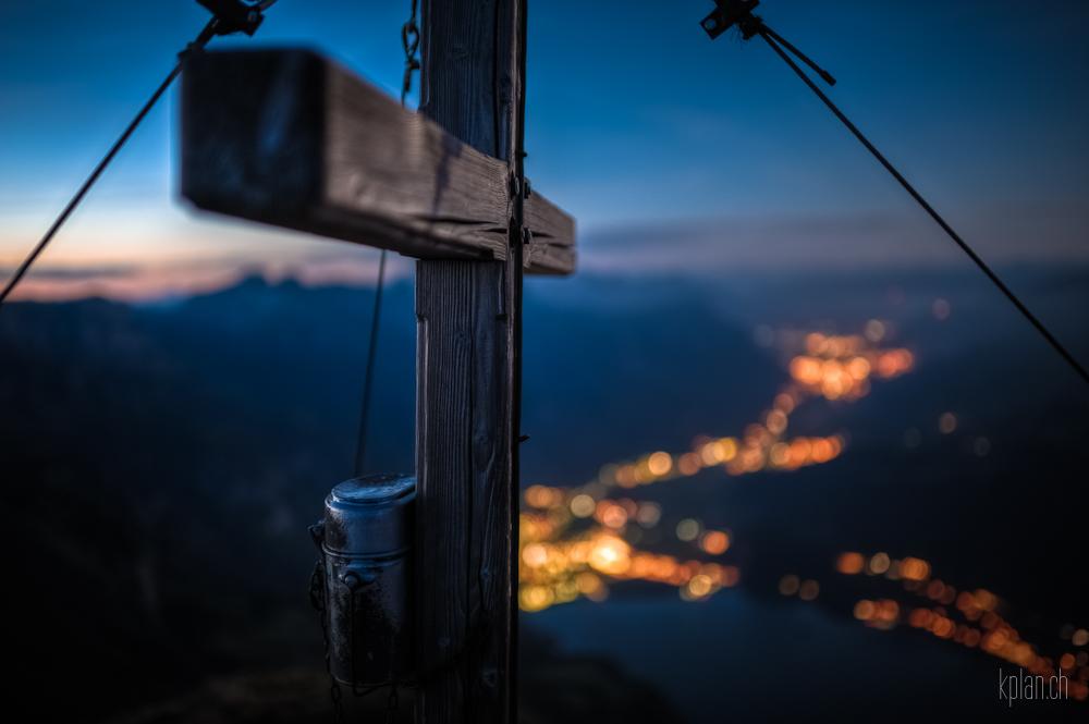 ^ Nägeliberg: Gipfelkreuz ^