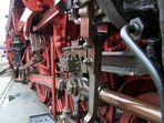 Nahaufnahme vom Treibwerk von Dreizylinderlok Baureihe 03 1010-2
