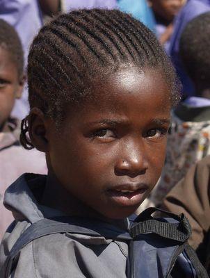 nahe rundu: kleine afrikanerin