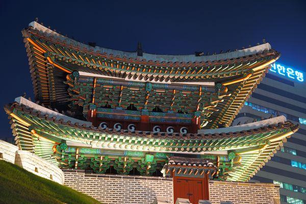 """Namdaemun in Seoul zur """"Blauen Stunde"""""""